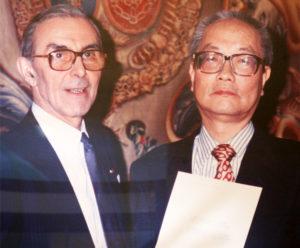 パリ・ルーブル美術館 館長室にて ユベール・ランデ氏と竹川勇次郎