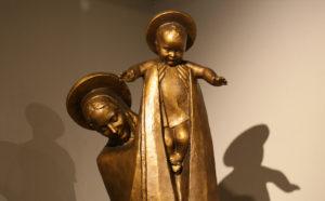 展示作品 子供を紹介するマリア様