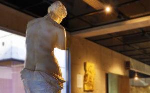 ルーブル彫刻美術館 ミロのビーナス 後ろ姿